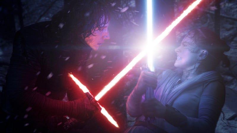 Illustration for article titled Por qué combatir con sables de luz como los de Star Wars sí sería posible, según la física
