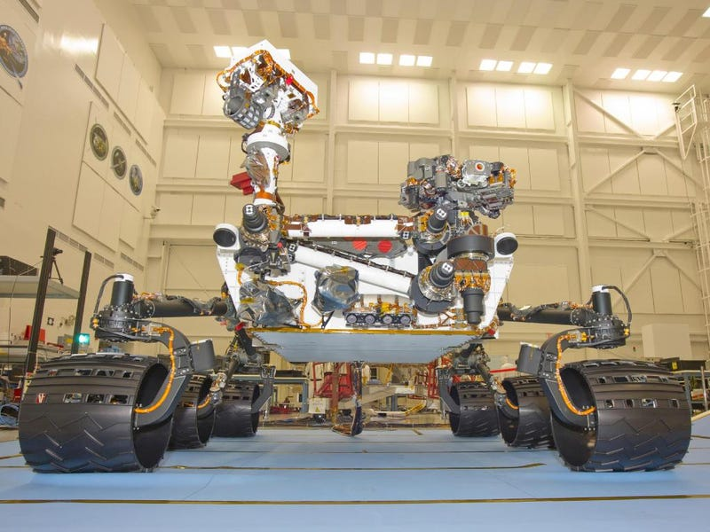 """Illustration for article titled Meet """"Curiosity,"""" NASA's new nuclear-powered Mars rover"""