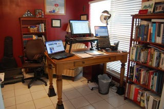 Illustration for article titled The Riser Desk: A DIY Standing Workspace on the Cheap