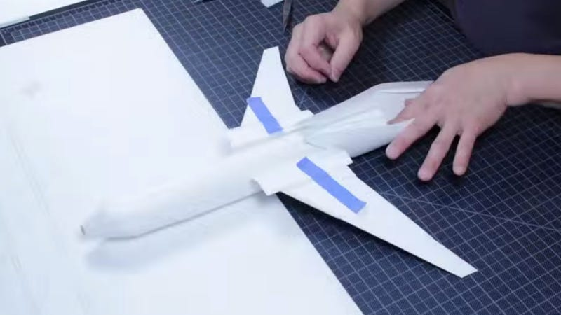 Illustration for article titled United's 'Origami Airplane' Isn't Really Origami