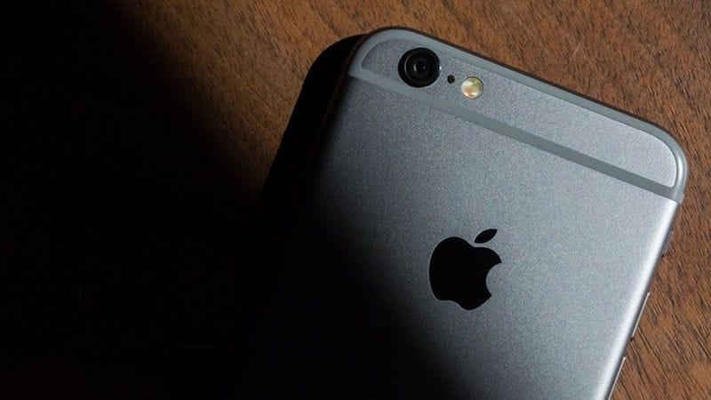 Illustration for article titled El iPhone 8 reemplazaría el sensor de huellas dactilares con un escáner facial, según los últimos rumores