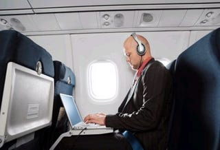 Illustration for article titled US Airliners to Get Wi-Fi Action by Next Year