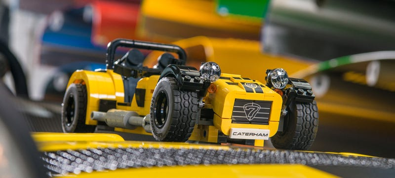 Illustration for article titled This Adorably Tiny Lego Caterham 620R Is A Thing You Need