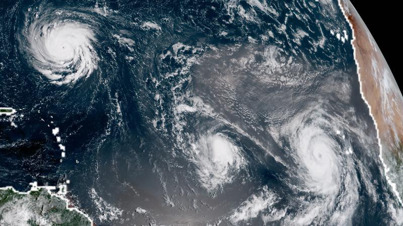 Illustration for article titled Tres huracanes surcan el Atlántico mientras Estados Unidos evacúa a un millón de personas