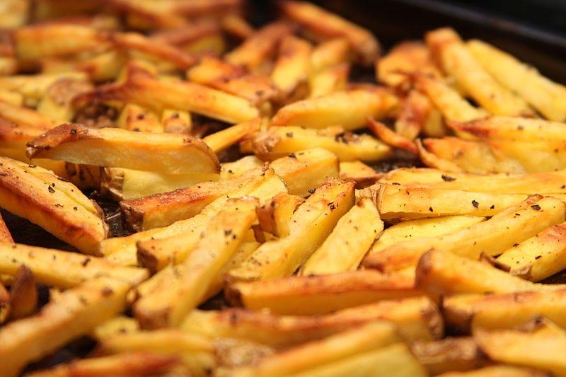 Illustration for article titled El truco para recalentar las patatas fritas del día anterior y que luzcan como recién salidas de la freidora