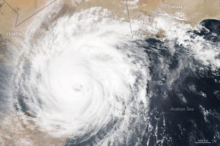 Illustration for article titled Cyclone Chapala Still Looking Nasty as it Advances on Yemen