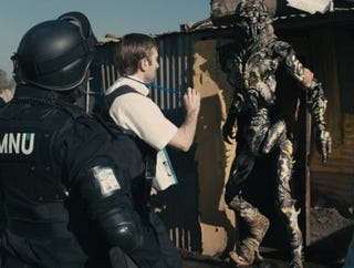 Illustration for article titled First Two Clips From District 9 Take You Inside The Alien Slums