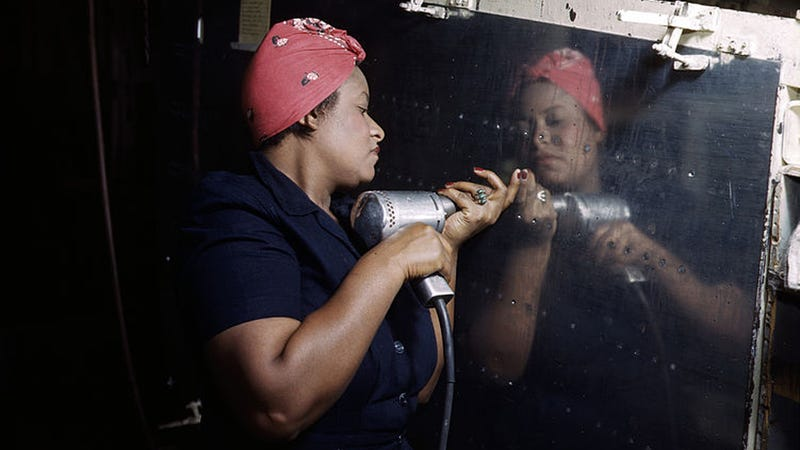 Illustration for article titled Stunning, Rare Photos of the Women Workers of WWII