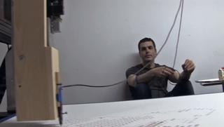 Illustration for article titled Saját vérével festette meg a New York-i művészt egy automata robot