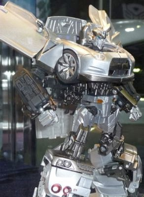 Illustration for article titled Nissan GT-R Transformers Toy Poses Next To Real Nissan GT-R