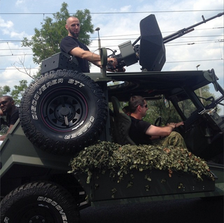 Illustration for article titled Marcin Gortat Rides Humvee With Giant Gun Into His Basketball Camp