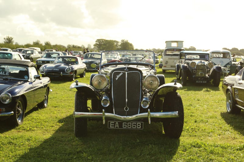 Illustration for article titled The Parking Lot At The Goodwood Revival Is The Most Magical Parking Lot In The World