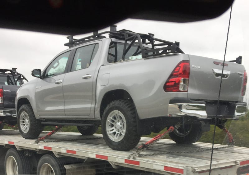 Illustration for article titled Terrible pictures of two Hiluxs (Hiluxi?) on I675 in Ohio