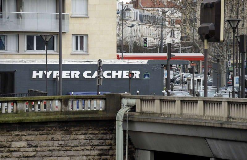Illustration for article titled Nagyon eldurvult a helyzet a párizsi dupla túszdrámában