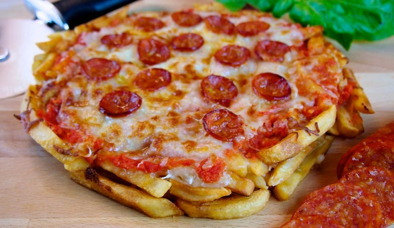 Illustration for article titled Pepperoni pizza made with french fries crust is a delicious way to die