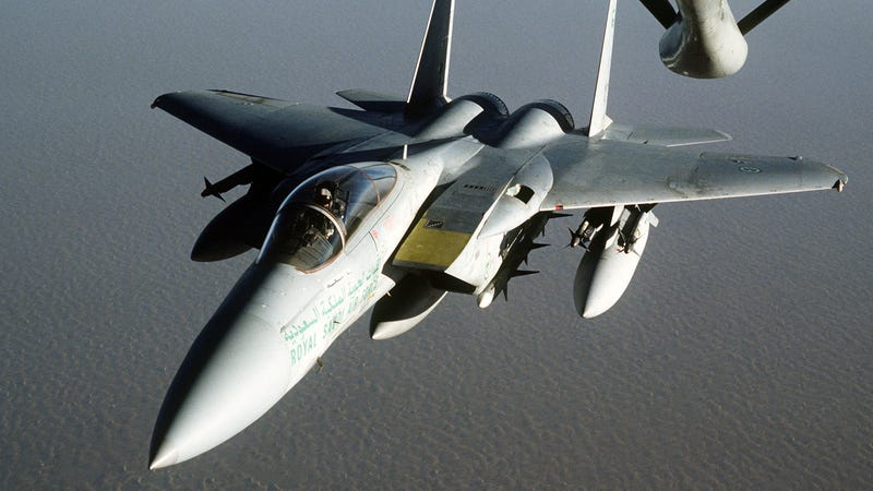 A Saudi F-15C re-fuels during Operation Desert Storm. Photo credit: US Air Force