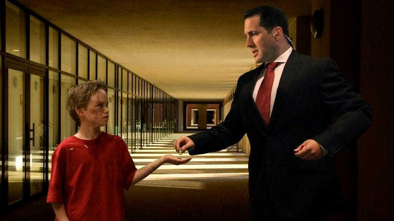 Illustration for article titled Adam Schefter Gives Sweets To Street Urchins Returning From NFL Front Offices With Whispers Of Free Agency Rumors