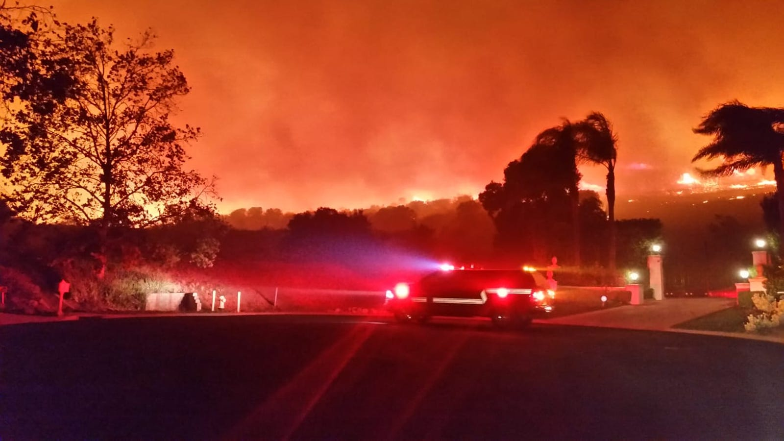Two Raging Wildfires North of Los Angeles Could Force 75,000 Homes to Evacuate