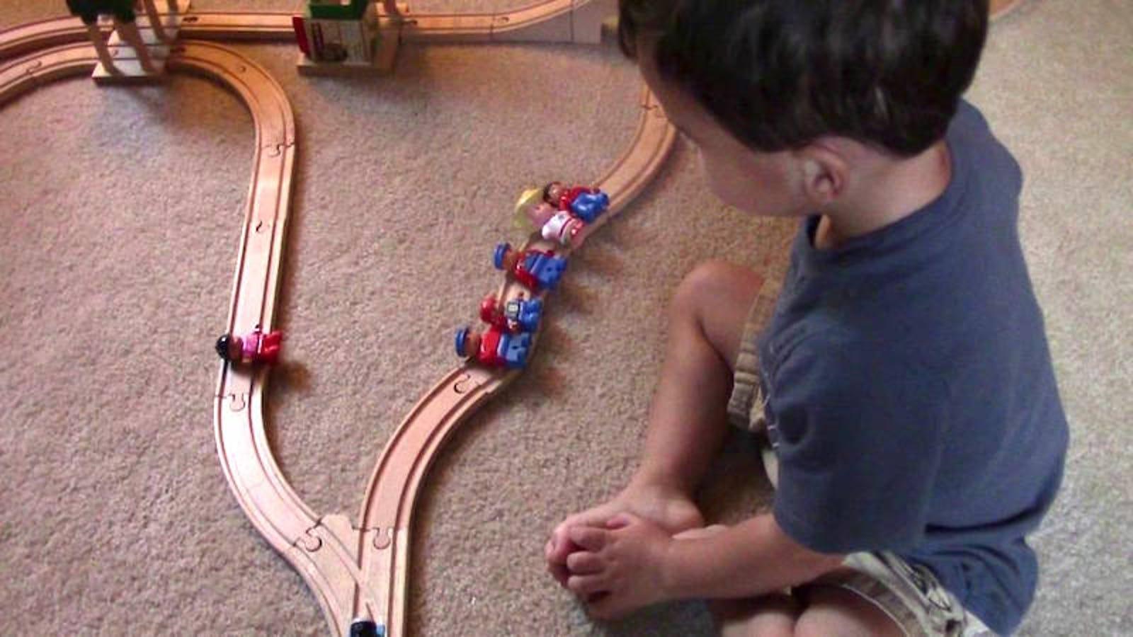 La brutal solución de un niño de dos años al dilema del tranvía
