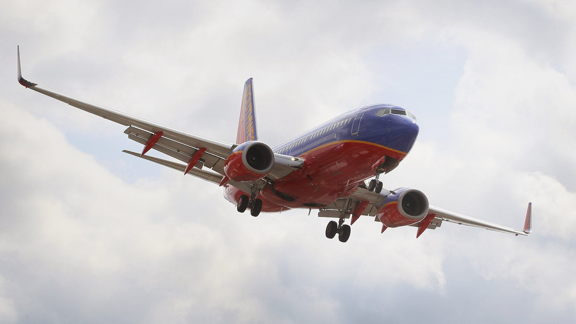 A Southwest Airlines 737-300 plane from 2011. The flight interrupted by a disruptive passenger trying to open the emergency exit occurred on a 737-800. & Passenger Claiming Government Experimented On Her Tries To Open ...