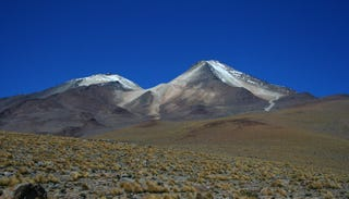 Uturuncu volcano, located in the Bolivian Andes, is surprisingly wet on the inside according to a new study. Image: Wikimedia