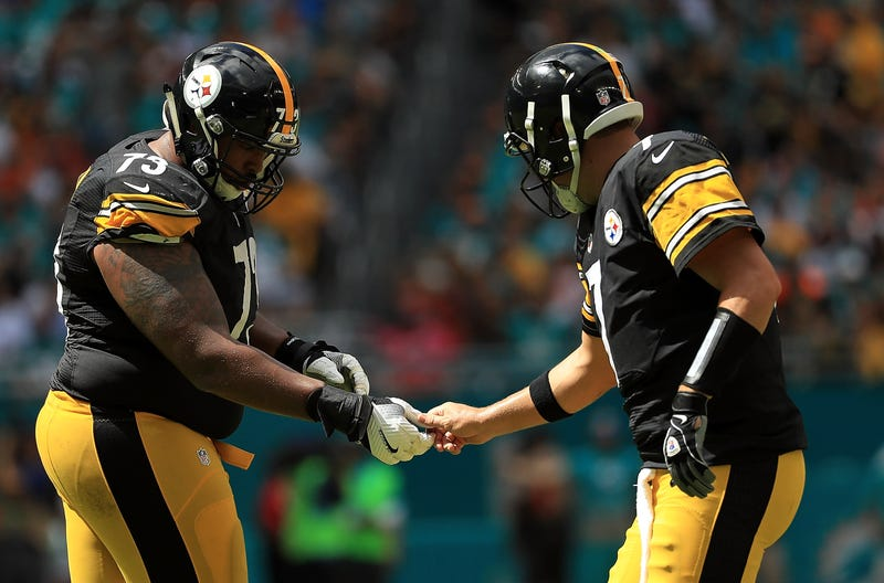 Illustration for article titled Guy Who Publicly Threw Le'Veon Bell Under The Bus Wants Former Steelers To Stop Airing Dirty Laundry