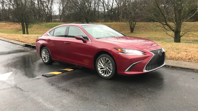 Illustration for article titled Review spoiler alert: The 2019 Lexus ES350 is *very* good.