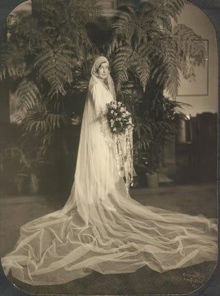 Illustration for article titled Vintage bride photos