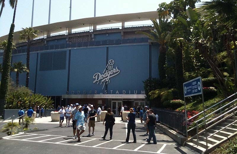 Illustration for article titled Dodgers PR Boss Says MLB.com Writers Spin News The Way Teams Want