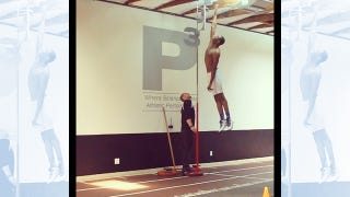 Illustration for article titled Damn, Andrew Wiggins Can Jump