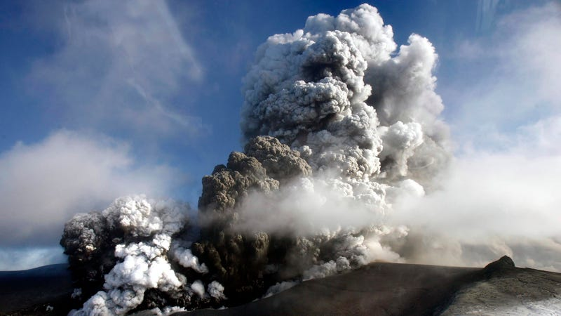 Illustration for article titled Volcanic Ash Can Choke A Jet Engine