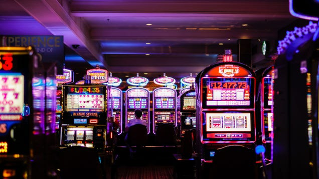 How Casinos Use Rewards Programs to Track Everything You Do