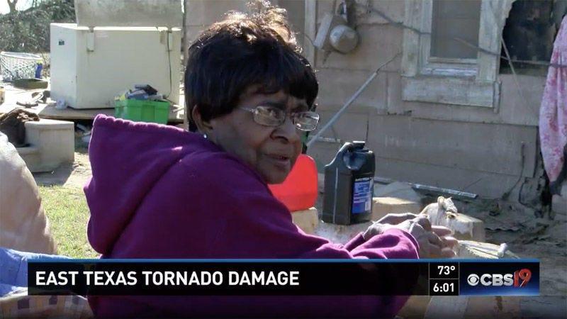 Illustration for article titled Un tornado hizo volar a una mujer de 75 años que estaba metida en su bañera. Salió ilesa