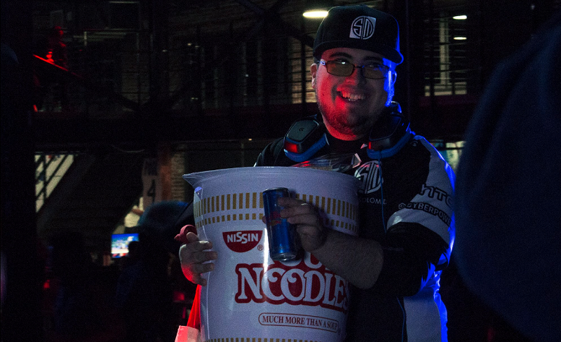 ZeRo holding a giant cup of noodles after winning Gensis Saga. Image credit: Esports Arena.