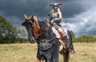 Illustration for article titled Awesome Skyrim Cosplay Even Includes Horse Armor