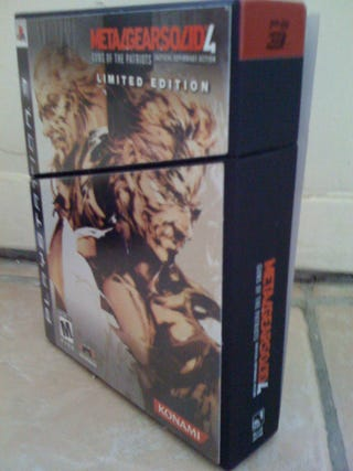 Illustration for article titled Metal Gear Solid 4 Limited Edition Unboxing