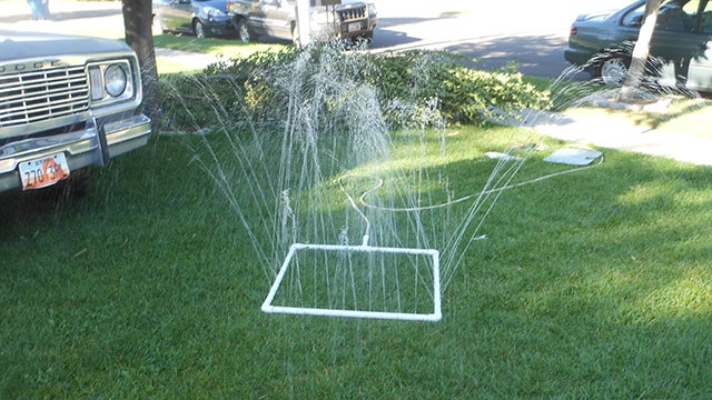 & DIY PVC Sprinkler Is Dirt Cheap Fits Lawns of All Shapes and Sizes