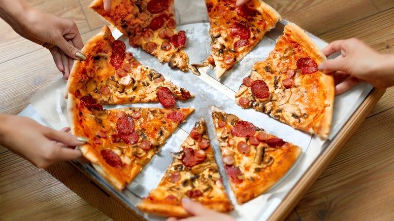Illustration for article titled Vote or pie: Group will deliver pizzas to polling stations with long lines