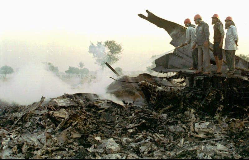 Illustration for article titled El día que dos aviones colisionaron en el aire matando a351personas: el horror de Charkhi Dadri