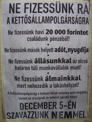 Illustration for article titled Akkor most ünnepeljük meg a legrohadtabb népszavazás 10. évfordulóját!