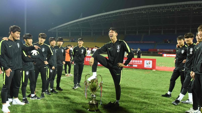 Illustration for article titled South Korea U18 Squad Apologizes For Pretending To Urinate In Panda Cup Trophy, Enraging Chinese Fans