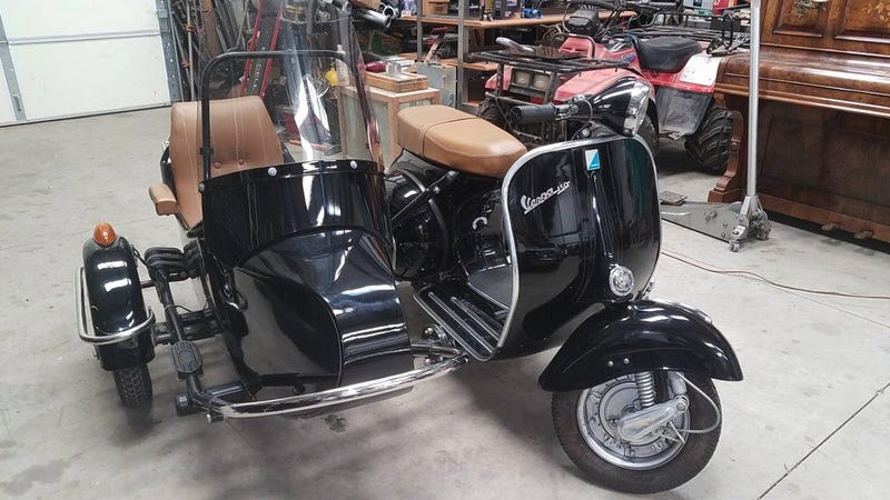 Illustration for article titled At $7,500, Could This 1969 Piaggio Vespa 150 With a Sidecar be Your New Sidekick?