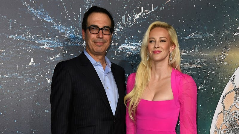 Illustration for article titled Actress Who Wrote Ridiculous, Fake-Seeming Zambia Memoir Is Dating Donald Trump's Finance Chair