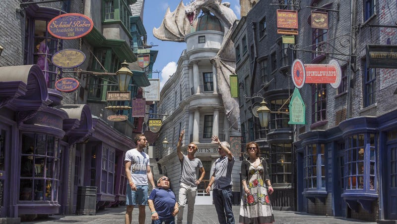 Illustration for article titled Inside Harry Potter World's New Diagon Alley
