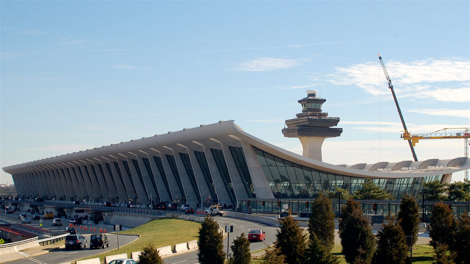 200 Dulles Airport Workers Go On Strike Over Low Pay And ...