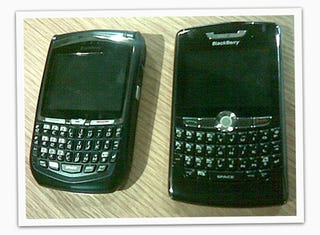 Illustration for article titled BlackBerry 8800 Size Comparison