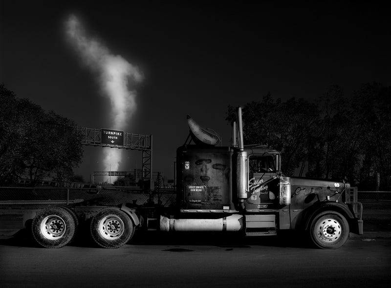 Illustration for article titled These Gorgeous Black And White Photos Turn Truckstops Into Art
