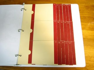 Illustration for article titled Save Space by Using a 3-Ring Binder As a Tickler File