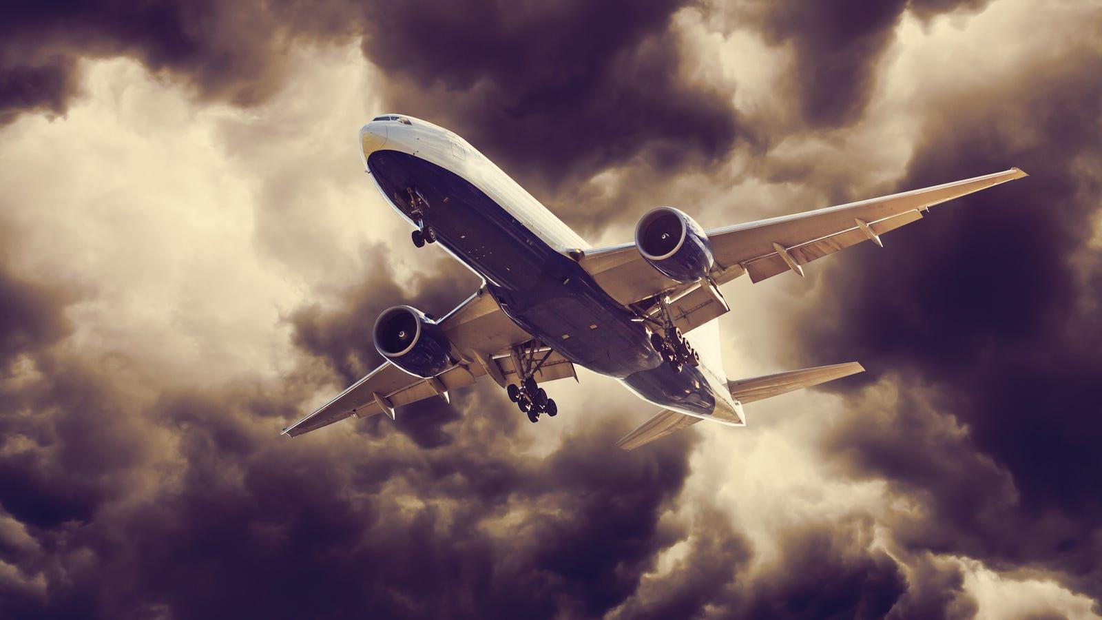 """""""Nos hemos quedado sin combustible a 12 mil metros de altura"""": pánico en el vuelo 143"""