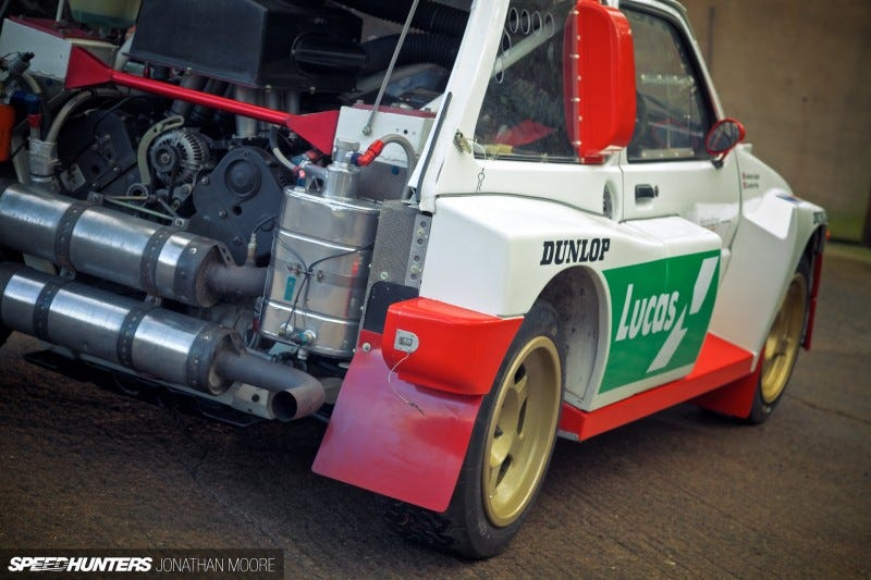 Illustration for article titled A Group B Austin Metro Is The Only Point And Shoot You'll Ever Need